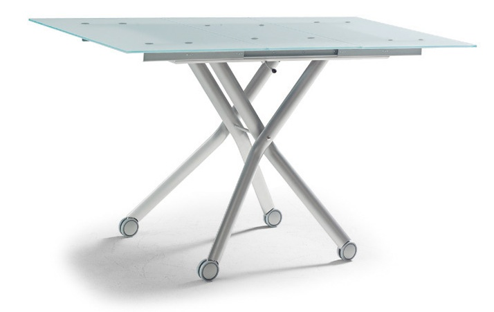 昇降してダイニングテーブルとして使う