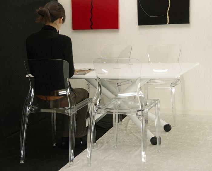 8人で囲めるビッグテーブル