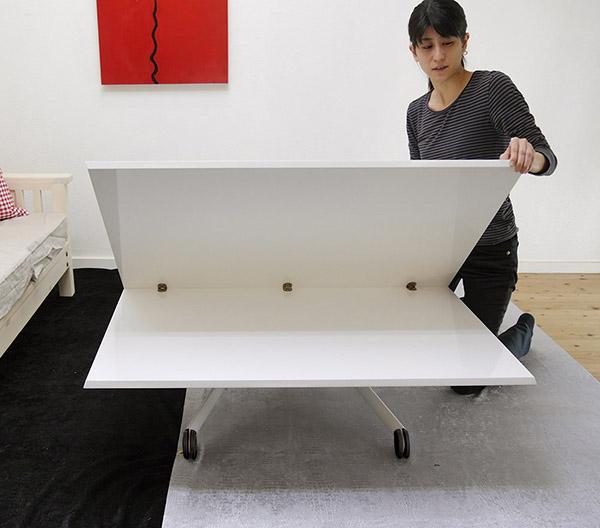 ローテーブルや座卓のように、低く下げて使用出来るテーブル