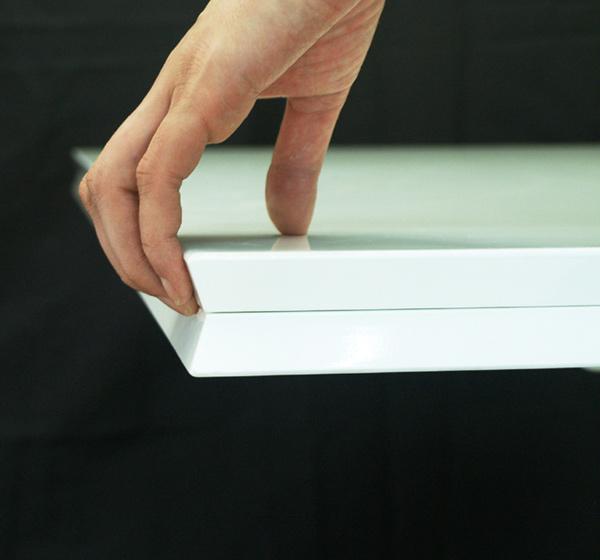 白いリフティングテーブル