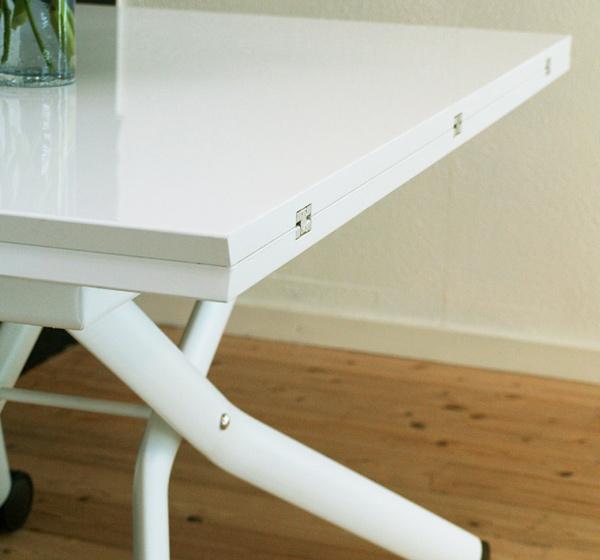 簡単に広げられる伸長式テーブル