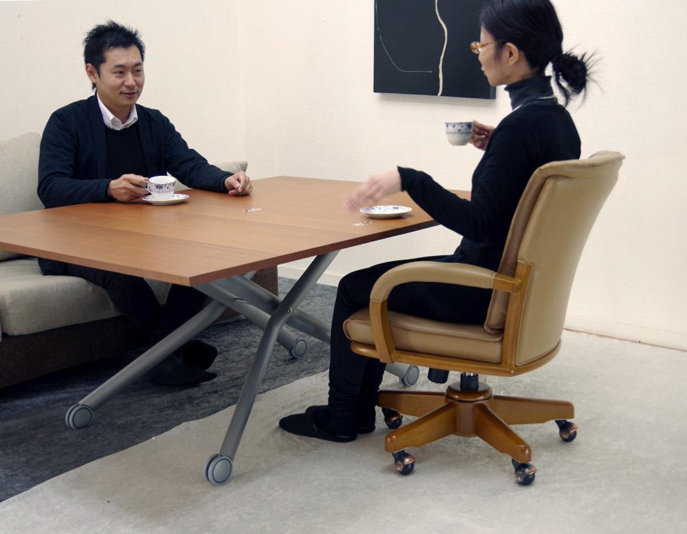 木製リフティングテーブルチェリー色