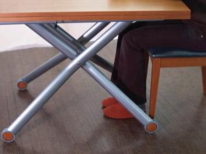 使いやすい伸長式テーブル