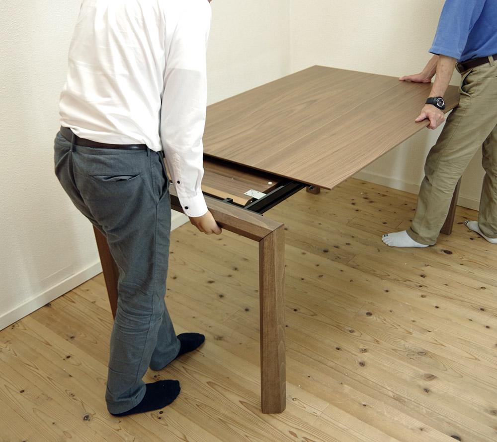 広げて使えるビッグテーブル